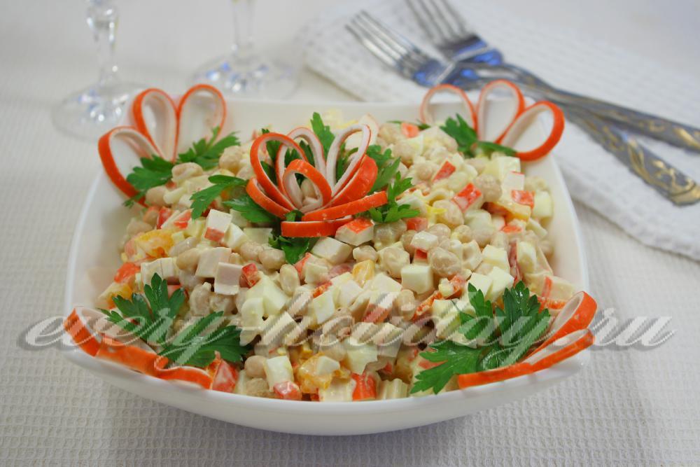 салат из крабовых палочек и фасолью
