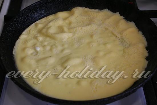 жарить яичные блинчики без масла