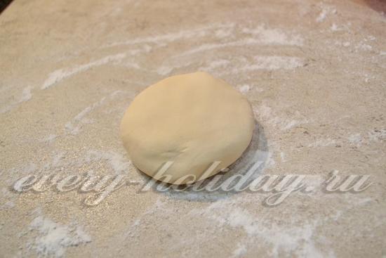 месите тесто