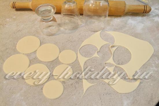 Вырежьте круги разных диаметров