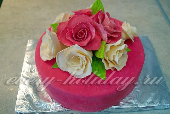 украсить торт розами