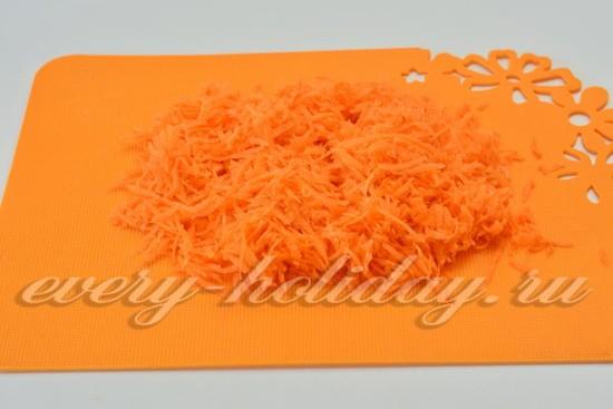 морковь очистить и потереть