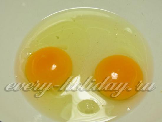 взбиваем два яйца