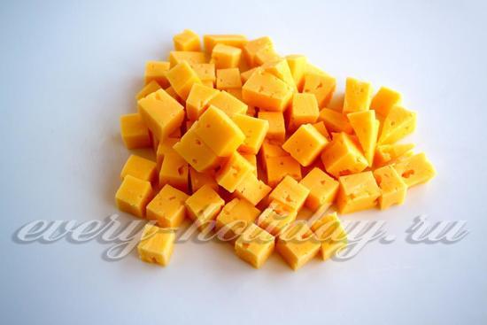 сыр порезать на кусочки
