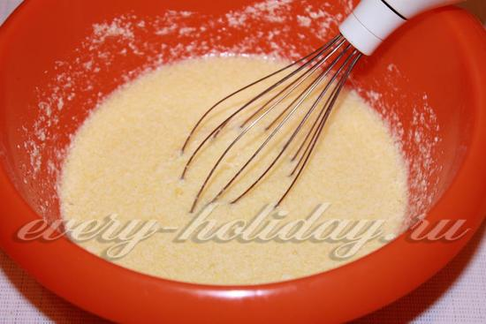 взбиваем мягкое сливочное масло, сахар и яйца