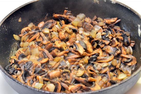 грибы с луком тушить 5 минут