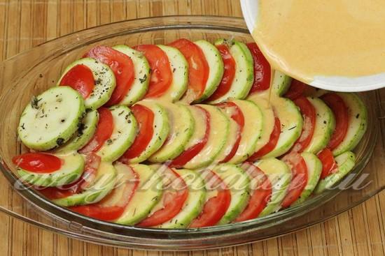 Кабачки с помидорами и сыром, запеченные в духовке