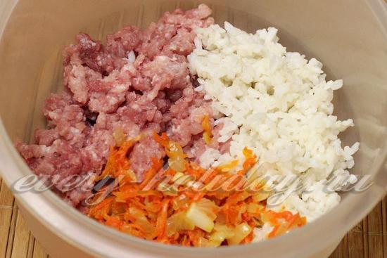 к мясу добавить зажарку и рис