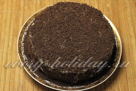 Украшаем торт тертым шоколадом