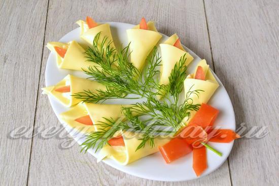 Праздничная закуска - Каллы - из плавленного сыра с помидорами