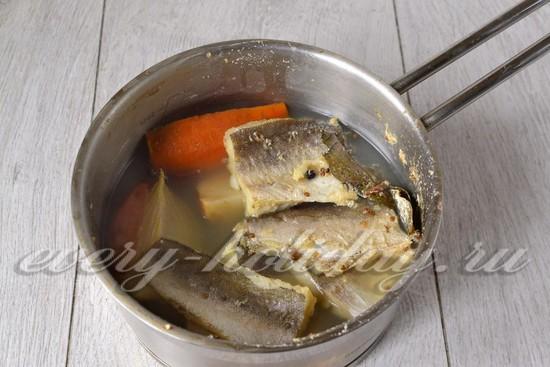 Рыбу отвариваем 30 минут