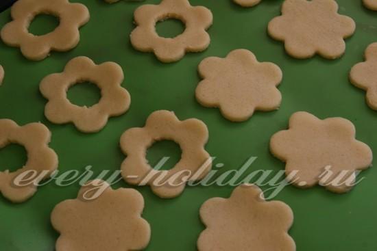 Выкладываем печеньки на противень