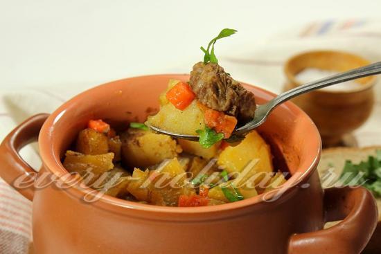 Говядина с картошкой в горшочке, рецепт с фото