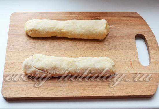Катаем тесто в жгут