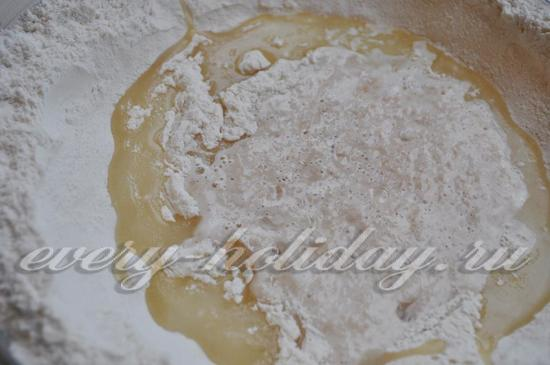 добавляем в тесто растительное масло