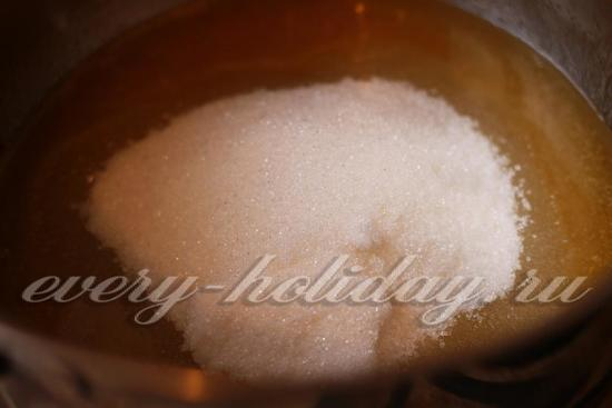 Засыпьте сахарный песок