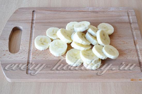 Режем бананы кружками