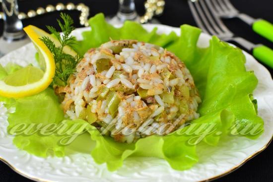 рецепт салата с тунцом с рисом