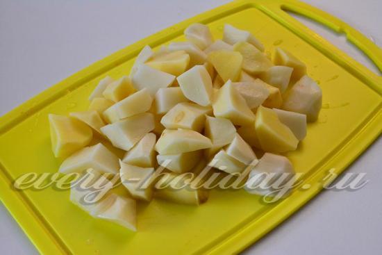 порезать картофель