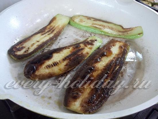 обжарить кабачки с молотым перцем