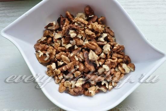 очистила орешки