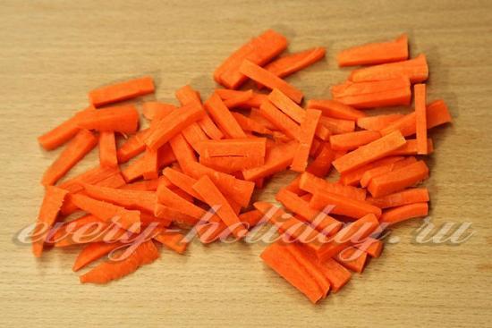 Морковь режем брусочками