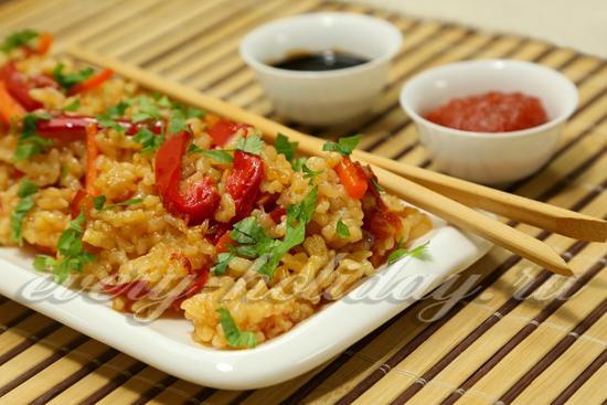 Рис с соевым соусом и овощами - рецепт с фото
