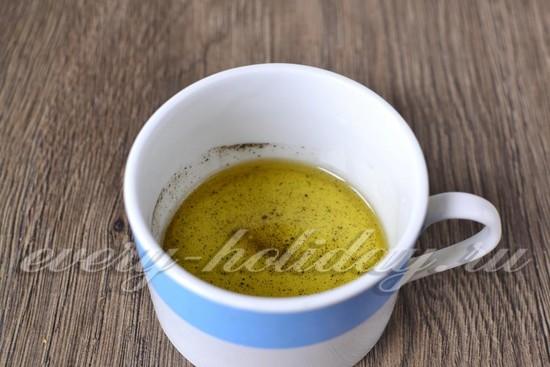 разогреваем растительное масло и кладем в него смесь перцев