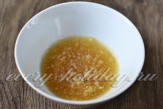 Залить желатин водой