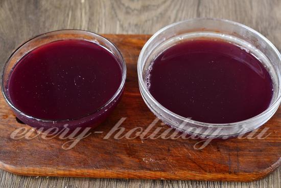 В формочки заливаем ягодную смесь