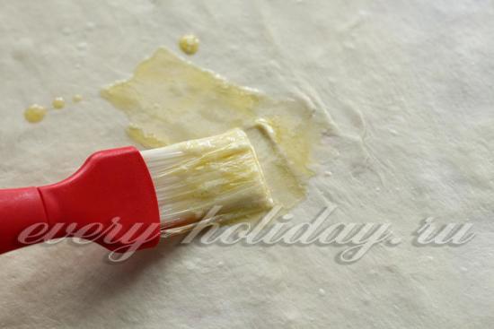 Смазать маслом