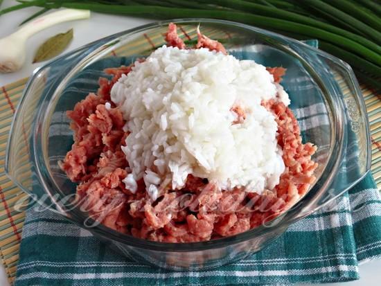 добавить рис, мясо