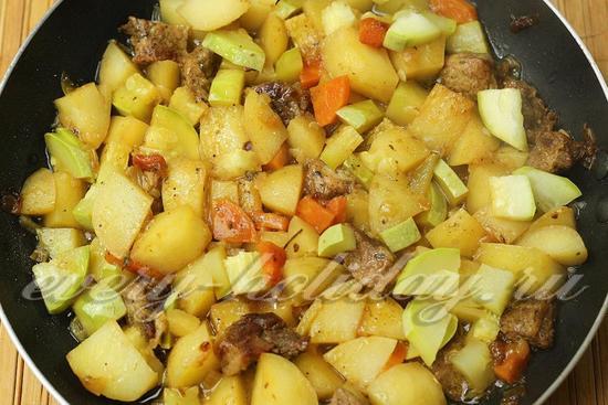 Тушеные кабачки с картошкой и мясом
