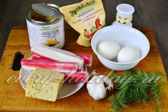 Ингредиенты для приготовления салата из крабовых палочек и кукрузы
