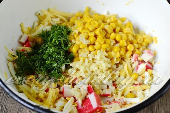 добавить кукурузу, чеснок