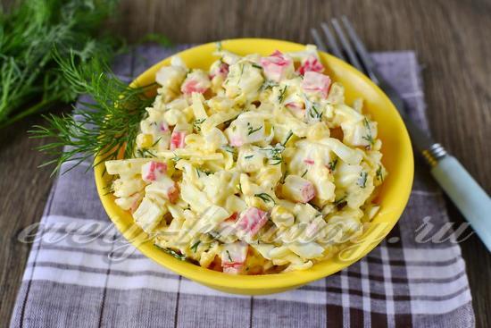 Салат из крабовых палочек и кукурузы, рецепт с фото очень вкусный
