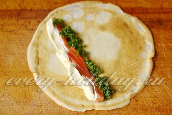 Рецепт блинов с красной рыбой и сыром