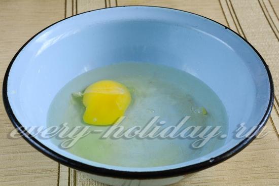 В воду вбить яйцо