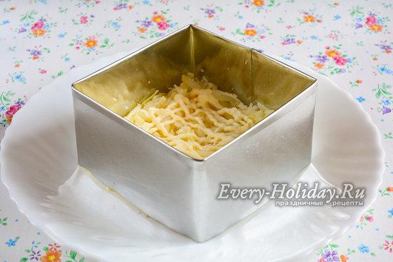 Выложить картофельный слой