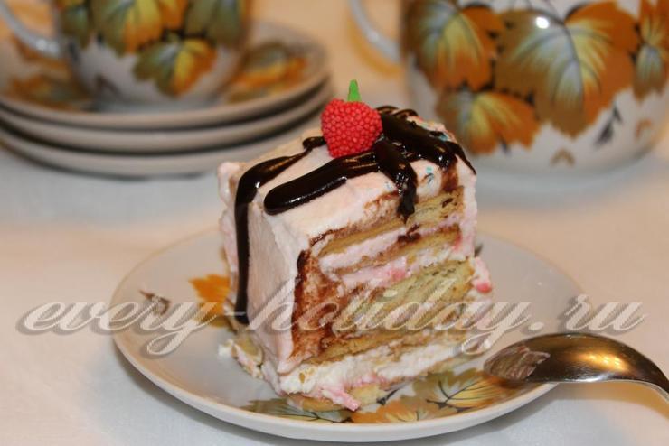 Торт из печенья и творожного крема без выпечки