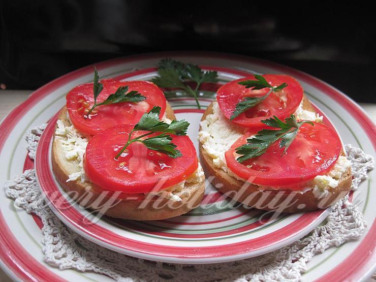Закусочные бутерброды с яйцом и помидором