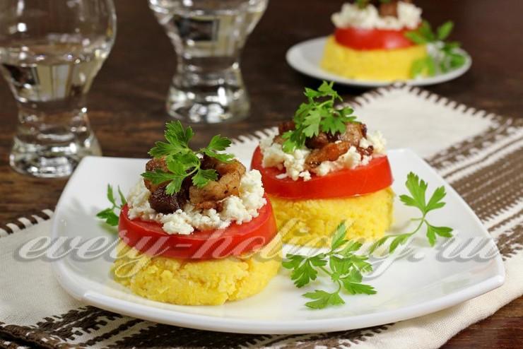 Полента с помидорами и мясом