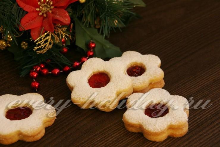 Новогоднее печенье с прослойкой из варенья