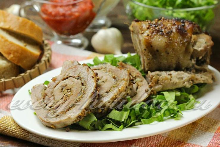 Мясной рулет из свинины в фольге