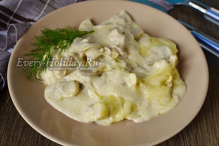 Грибной жульен со сметаной в сковороде