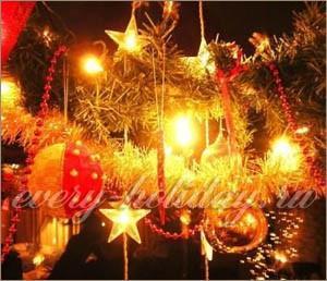 Когда и где впервые зажгли электрическую гирлянду на праздничной елке