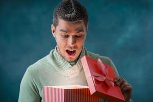 Что подарить мужчине на 23 февраля: список подарков