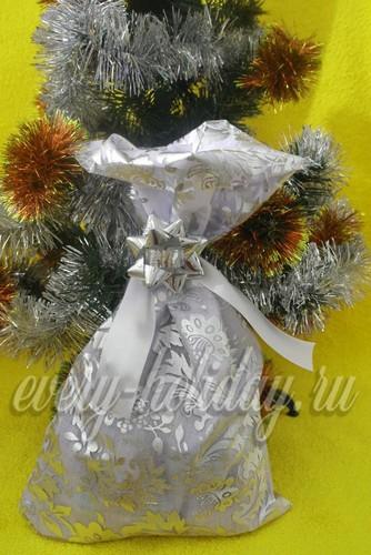 Мешочек для подарков своими руками готов