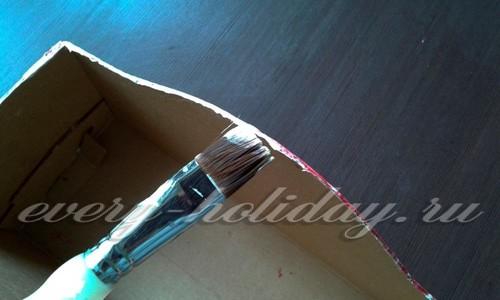 верхние части коробки окрасить в белый цвет