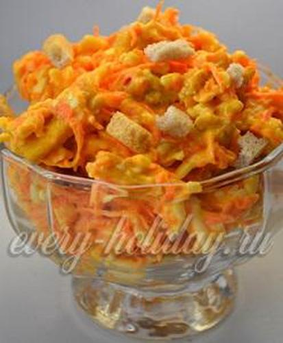 Салат с морковкой и сухариками